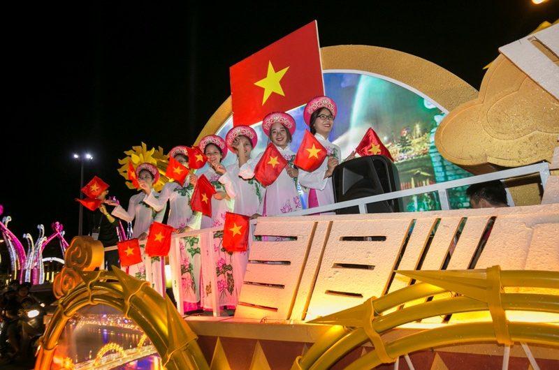 DA NANG TOURISM ACTIVITIES 2017