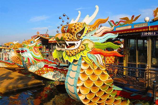 Dragon Boat – Dinner Cruise on Perfume River